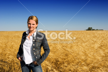 stock-photo-869682-harvest-woman